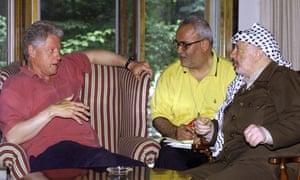 Saeb Erekat, centre, with Bill Clinton and Yassar Arafat during the 1994 Camp David summit.