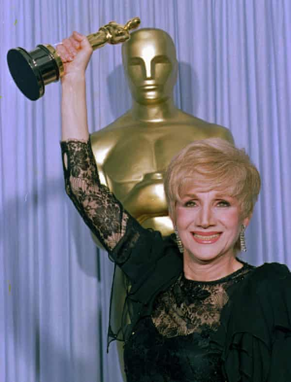 Olympia Dukakis holds her Oscar, in Los Angeles in 1988.