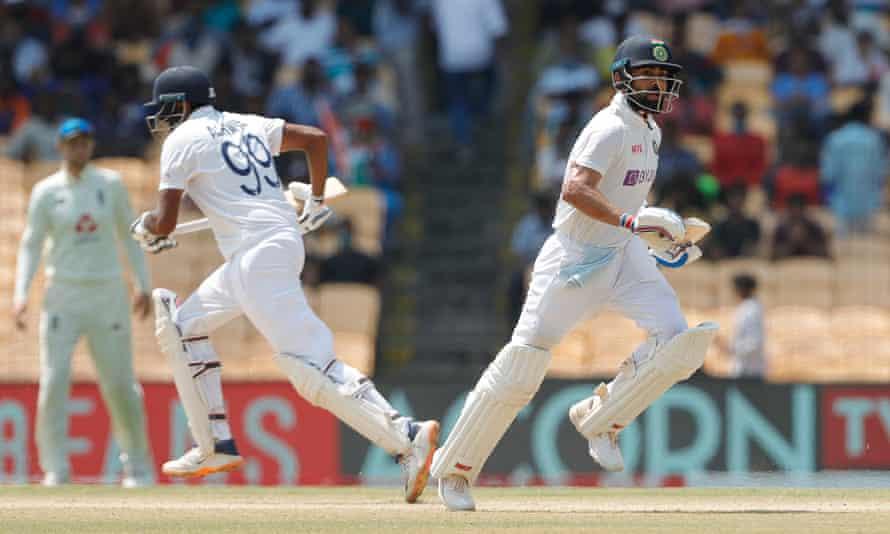 Ravichandran Ashwin and Virat Kohli batting during their stand of 92.