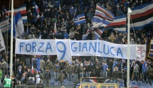 Sampdoria fans with a banner in tribute to Vialli at their game against Bologna in December 2018.