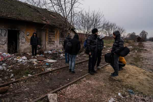 Migrants in Horgoš, close to the Hungarian border