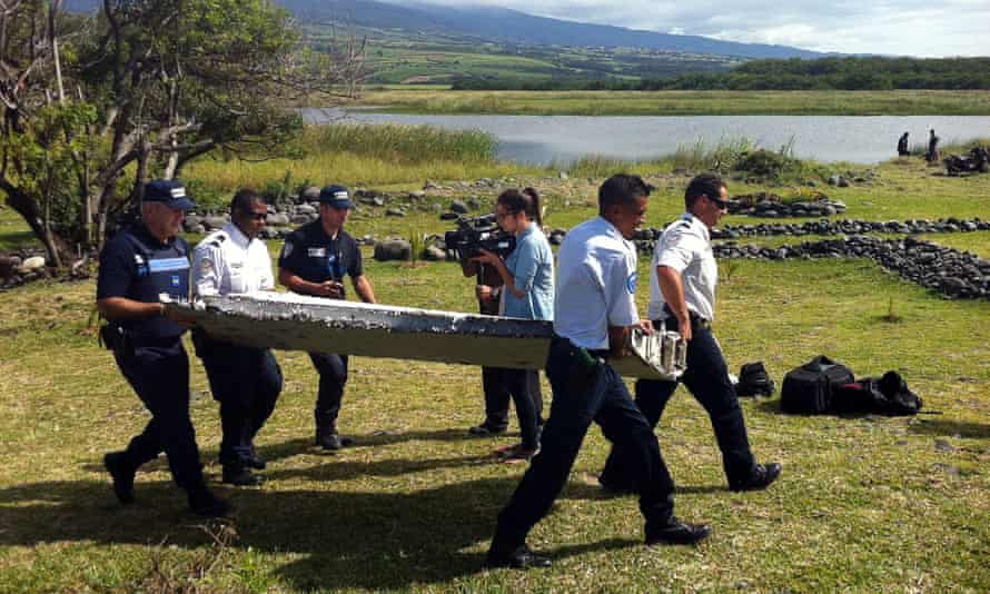Police lift part of aircraft wing found on island of Réunion