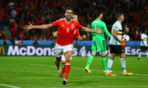 Hal Robson-Kanu is 'big, strong, powerful, quick and somebody who runs the other way, in football terms,' according to Steve Bruce