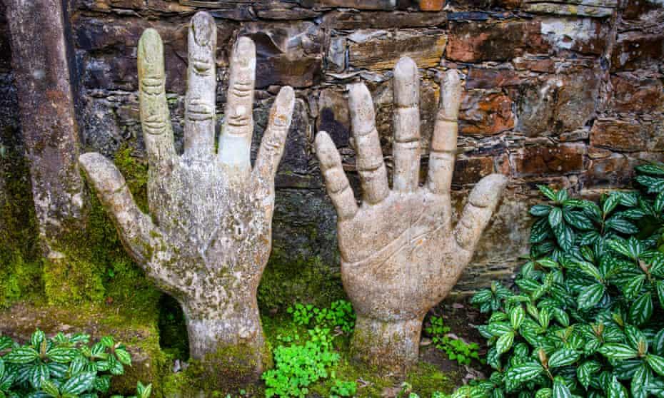 Hands of a Giant sculpture at Las Pozas