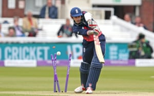 Hales, bowled by Murtagh for 32.