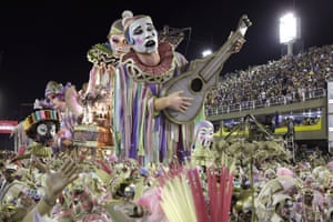 Performers from Mangueira samba school