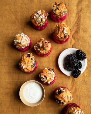 Blackberry, apple and kefir muffins