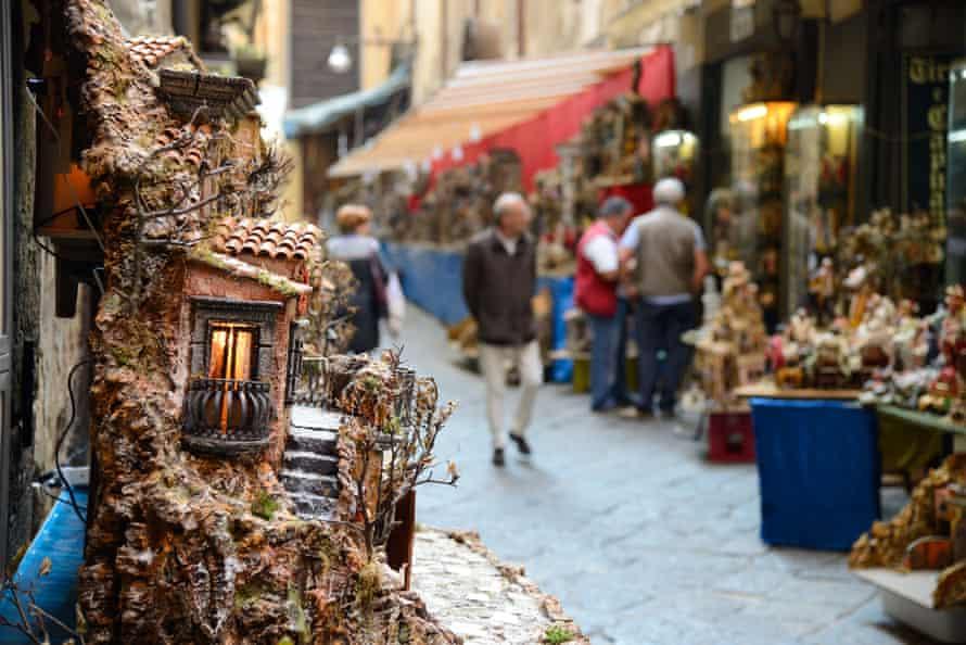 Cribs on sale on Via San Gregorio Armeno