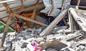 deadly earthquake strikes indonesian island of lombok world news