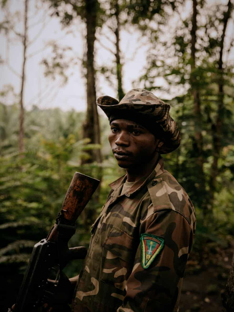 A young FARDC commando in a front-line position between the North Kivu towns of Loselose and Mutwanga.
