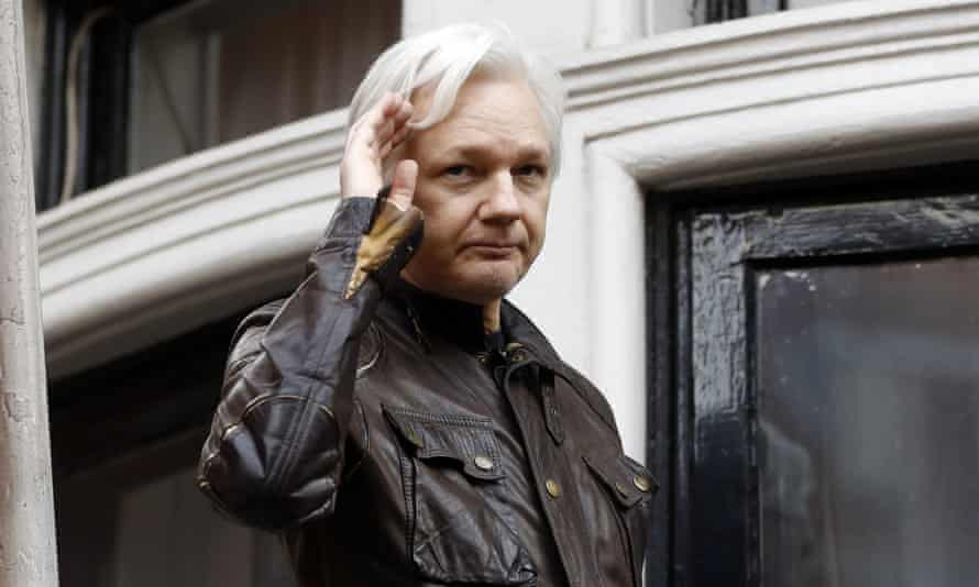 Twitter accounts of Russian trolls, are advocating 'strongly on behalf of Julian Assange asking for Australia's intercession regarding his cause to help free him;', experts say.
