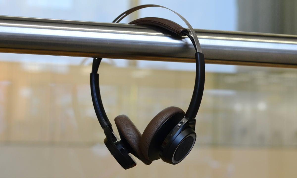plantronics backbeat sense review light long lasting and great sounding bluetooth headphones. Black Bedroom Furniture Sets. Home Design Ideas