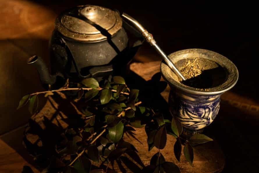 During the Paraguayan winter, a lot of hot mate is consumed. Normally it is drunk with medicinal plants that help fight respiratory diseases, indigestion, blood pressure imbalances and all kinds of other conditions.
