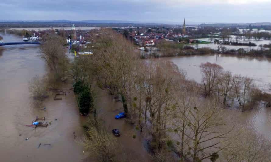 Cars are abandoned as water continues to surround Upton-upon-Severn in Worcestershire.