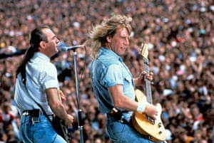 Rossi and Parfitt perform at Knebworth in 1990