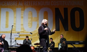 M5S leader Beppe Grillo campaigning