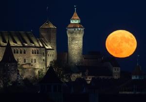 The full moon rises behind the Kaiserburg castle