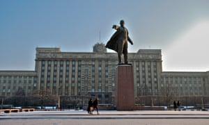 House of Soviets and Vladimir Lenin statue at Moskovsky Square.