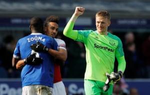Pickford celebrates Everton's 1-0 win.