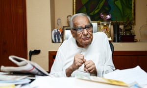 Kuldip Nayar earned his reputation for courage in the 1970s when he was jailed for opposing the state of emergency declared by the then prime minister, Indira Gandhi.