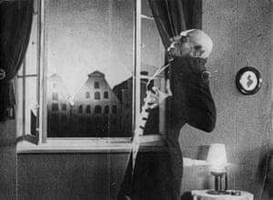 German actor Max Schreck, as the vampire Count Orlok, being destroyed by sunlight, in a still from F. W. Murnau's expressionist horror film, 'Nosferatu, Eine Symphonie Des Grauens', 1921.