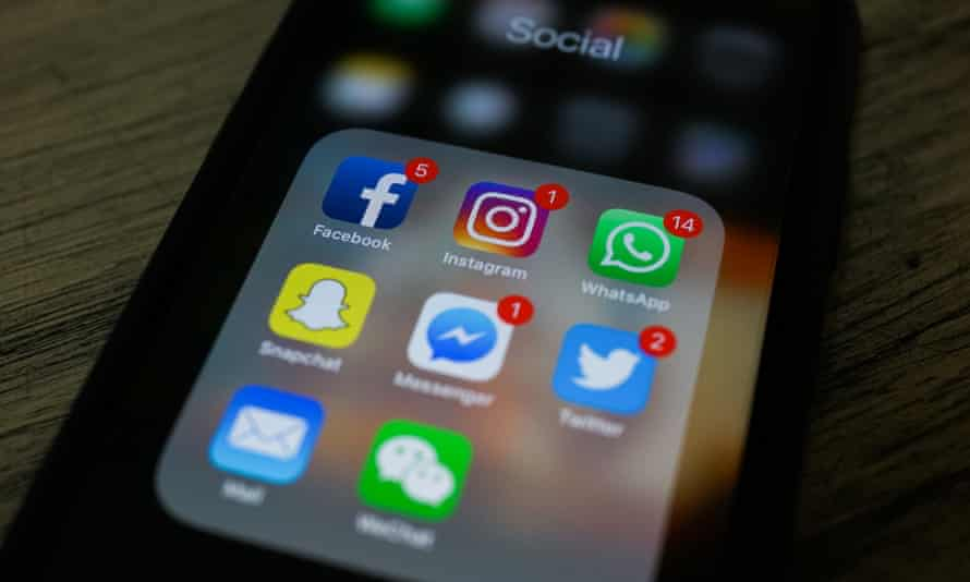 Apps for Facebook, Instagram, Twitter and other social networks on a smartphone