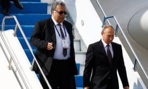 Andrei Karlov accompanies Vladimir Putin from the Russian presidential aircraft at Atatürk airport in Istanbul