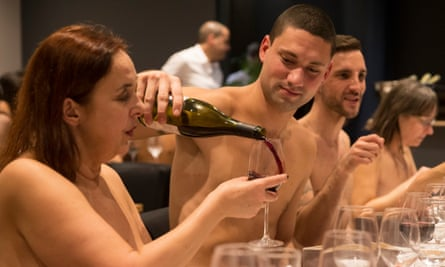 Nudity is off the menu as Paris restaurant O'Naturel announces it is to close.