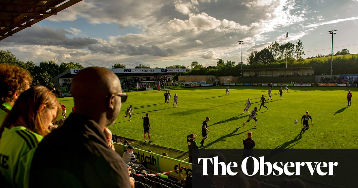 Forest Green Rovers flash up climate emergency warnings during match