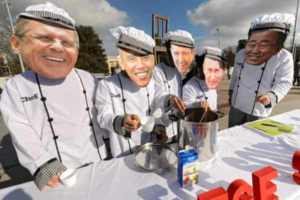 Protesters serve 'siege soup' on the start of Syrian peace talks in Geneva.