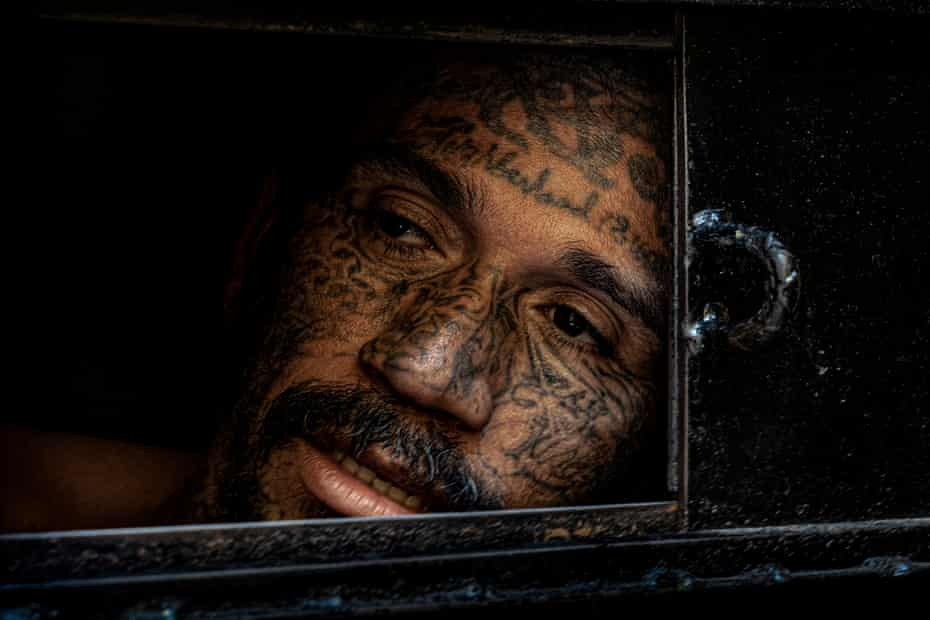 An inmate in solitary confinement looks out of his cell at the Penal San Francisco Gótera.