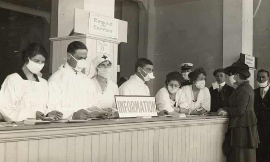People seek help during the flu pandemic in San Francisco, California, 1918.