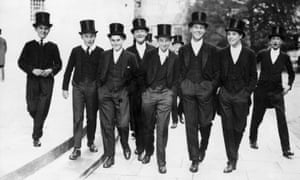 Students of Eton College in 1965: those with wealthy parents tend to themselves be wealthier.