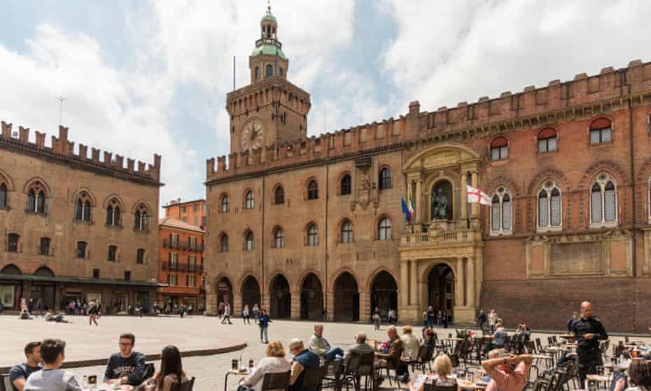 Bologina's Piazza Maggiore, cafe table and palazzo
