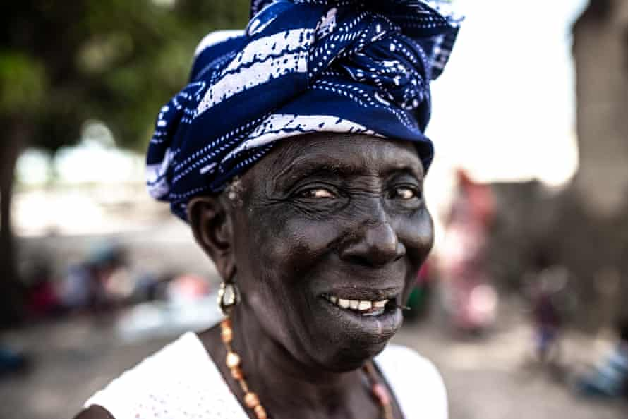 According to the Senegalese tradition, in every family a special role belongs to la Badiane - the eldest aunt. However, the tradition has been fading in recent years.