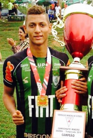 As a youngster Richarlison tried to copy Neymar. 'I had the yellow mohican. I didn't quite pull it off though.'