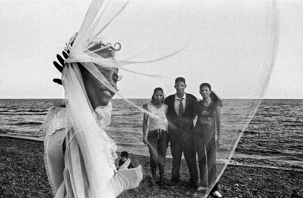 PLAYITA DE CAJOBABO. Jede seiner Fotografien verweist auf die Vorstellung, dass jeder eingefangene Moment eine ganze Geschichte erzählt | Bildquelle: The Guardian | Bilder sind in der Regel urheberrechtlich geschützt