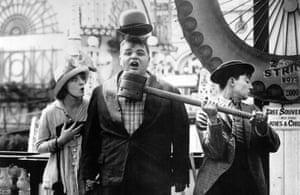 Normand with Roscoe 'Fatty' Arbuckle and Buster Keaton in Coney Island, 1917.