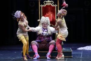 Buffoonery … Katherine Aitken as Tisbe, Renato Girolami as Don Magnifico and Clara Meloni as Clorinda.