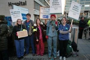 Junior doctors on strike at St Thomas' Hospital