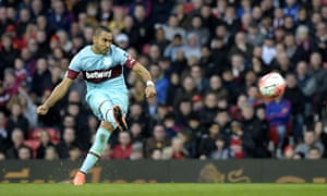 Dimitri Payet scores West Ham's goal from a 30-year free-kick in their 1-1 FA Cup draw against Manchester United.