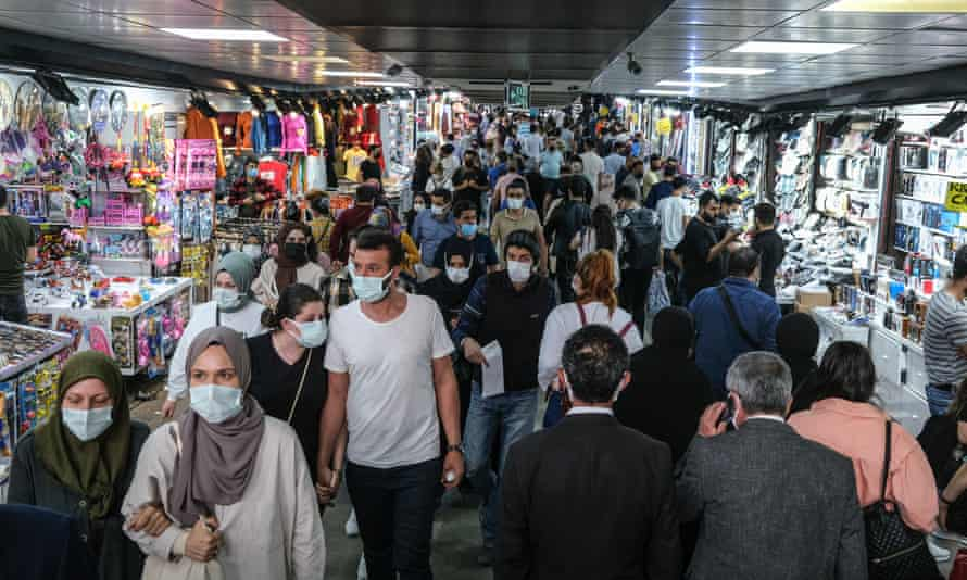 Shoppers at Eminönü market in Istanbul last Monday after the end of a 17-day coronavirus lockdown.