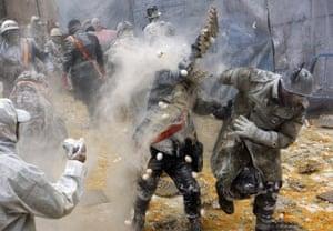 flour power the annual els enfarinats battle in pictures
