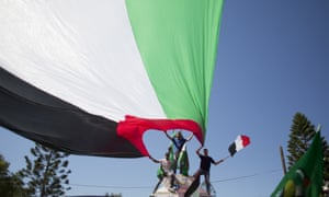 Palestinians in Gaza wave national and Egyptian flags celebrate the reconciliation agreement between Hamas and Fatah, signed in Cairo.