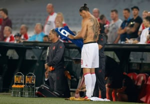 Zlatan prepares to come on.