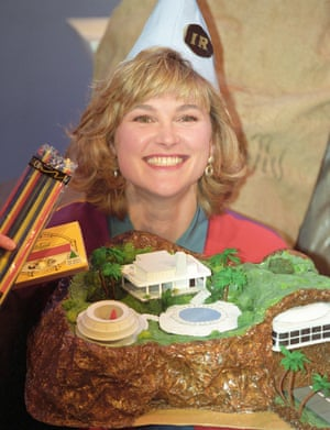 Only 11 pages of instructions … Anthea Turner with her cardboard Thunderbirds HQ, Tracy Island.