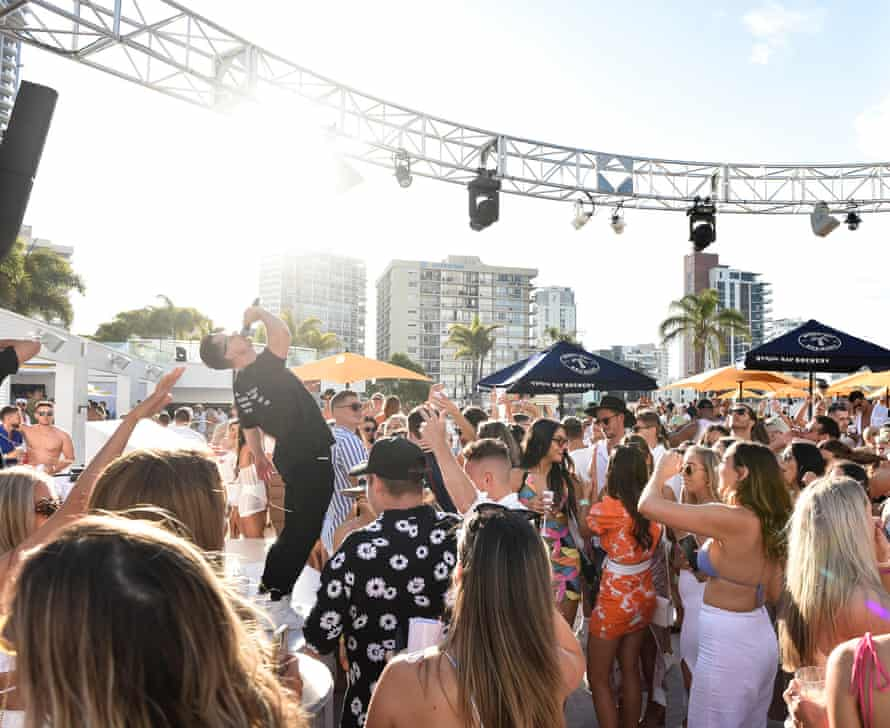 A daytime performance on the opening weekend of Cali Beach Club.