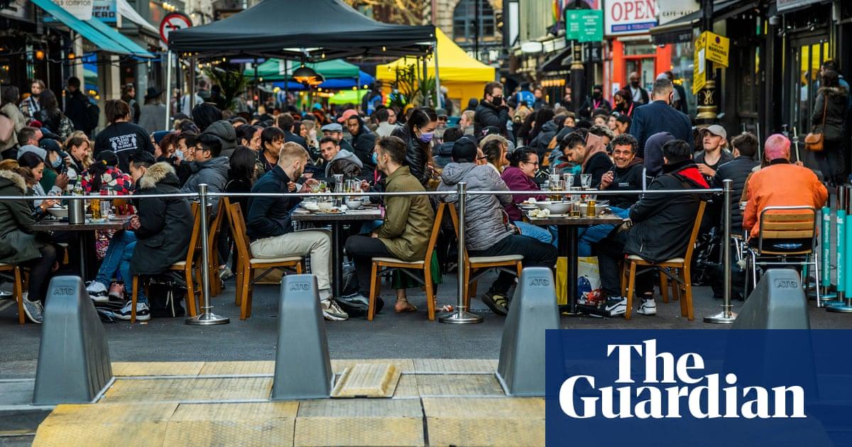 Off the menu? UK alfresco dining faces autumn dilemma