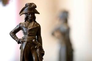 A bronze statue of General Bonaparte in uniform