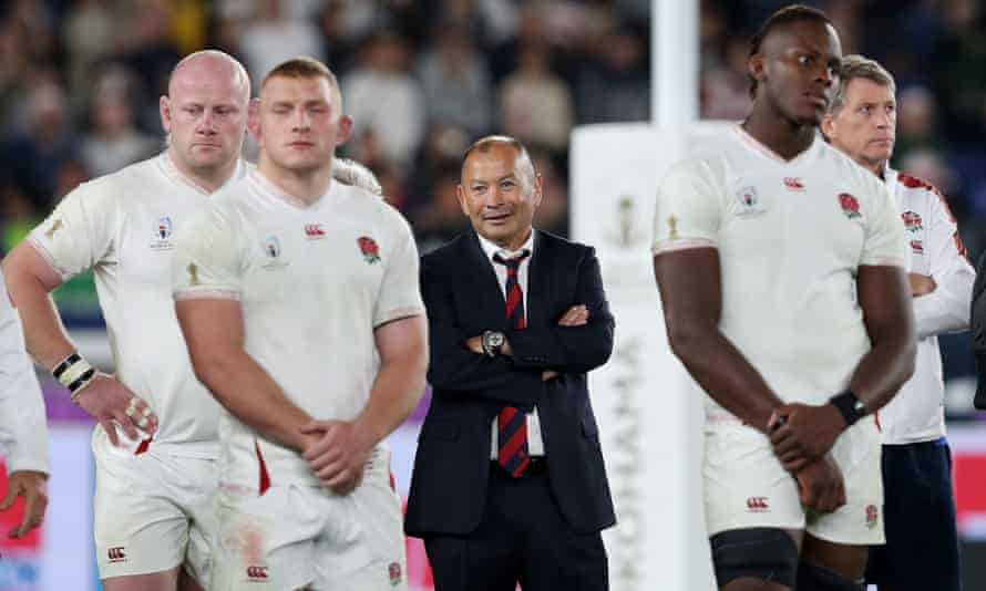 Eddie Jones and the England players after defeat in the World Cup final in Yokohama. Afterwards the RFU suggested a contract extension to 2023 was on the cards for their head coach.